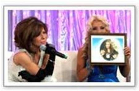 Gloria Trevi y Yuri durante uno de los momento más emotivos de la transmisión